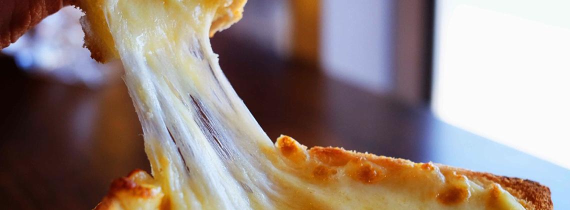 ТОП-5 сыров, которые идеально плавятся и тянутся