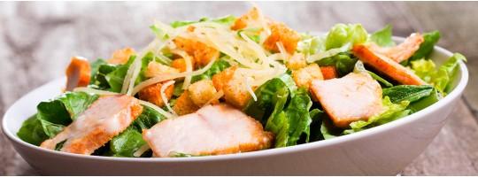 Салат с куриным филе, пекинской капустой и сыром