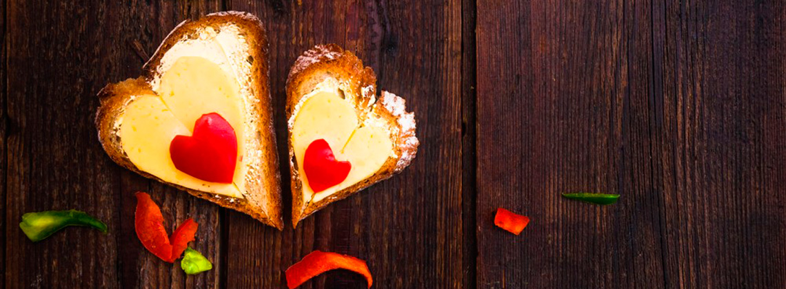 Все для любимых: сырный декор к празднику 8 марта